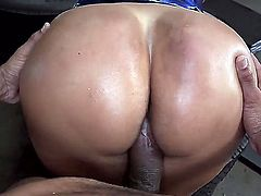 Huge ass latina MILF Kiara Mia takes it doggy style