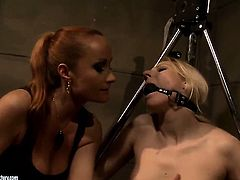 Mature Katy Parker and Ary play with each others tits and cunt in lesbian action
