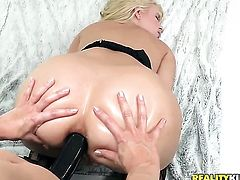 Blonde Ashley Fires is ready to touch Annika Albrites beaver non-stop