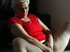 Sporty Beginner milf exercises and inserts the toy inside her giant pierced fuzzy wuzzy