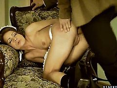 Brunette Sophie Lynx shows her dick sucking talents in oral action with hot dude