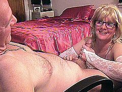 FIRST BLOWJOB VID FOR DIVORCED MOM