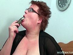 BBW mature in glasses fucks herself with a vibrator in bed