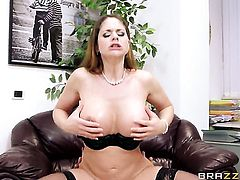 Jay Snake fucks as hard as possible in anal action before she takes it in her mouth