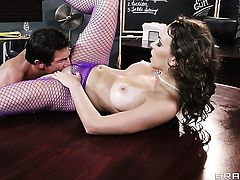Tommy Gunn gets pleasure from fucking Lily Love with huge jugs in her sweet mouth