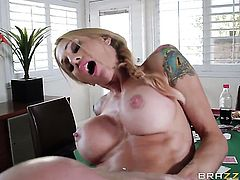 Sarah Jessie with big boobs is good at meat stick sucking and loves it