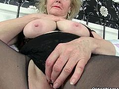 British GILFs Pearl and Sandie self pleasuring