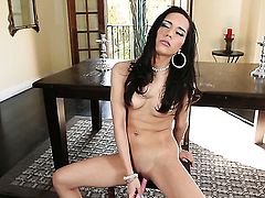 Tia Cyrus masturbating with wild desire