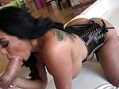 Kiara Mia gets mouth drilled by Manuel Ferrara for your viewing enjoyment
