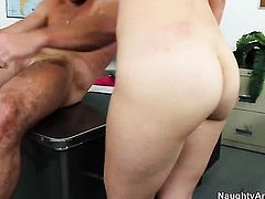 Katie Zane gives unbelievable sexual pleasure to hard dicked dude Justin Magnum
