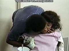 Bootylicious black nympho knows how to blow massive cock for semen