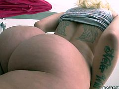 Busty round ass blonde Stevie Shae with puffy pussy