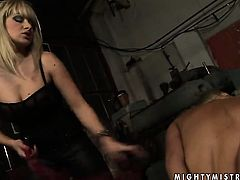 Blonde Lee Lexxus asks Adriana Russo for some pussy licking