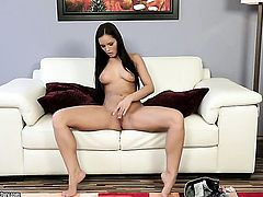 Brunette Kari Sweets has some time to rub her pussy