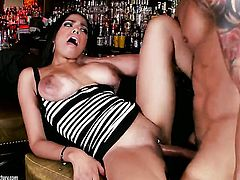 Super sexy slut Havana Ginger squeezes the cum out of snake with her wet spot