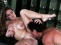 Allison Moore gets down and dirty in steamy action with Tommy Gunn