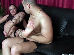 Foot smelling for an erotic milf