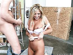 Exotic Tasha Reign gets the hole between her legs penetrated by Seth Gamble