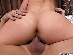 Kris Slater fucks Samantha Ryan with juicy bottom as hard as possible in hardcore sex action