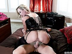 Billy Hart stretches ultra sexy Brandi Loves cunt with his throbbing boner to the limit