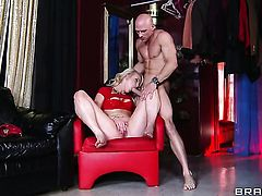 Johnny Sins stuffs his meat stick in dangerously sexy Zoey Paiges love box