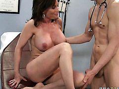 Diamond Foxxx fucks like a first rate hoe in anal sex action with Chris Johnson
