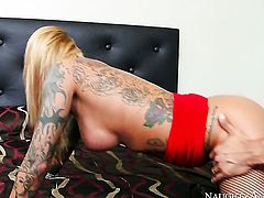 Danny Mountain has a good time fucking Exotic Britney Shannon with gigantic melons and shaved bush
