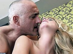 Blonde enjoys guys tool in her mouth in steamy oral action