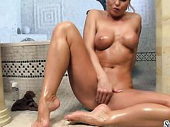 Silvia Saint cant live a day without toying her snatch