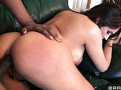 Chica Raylene is full of passion to take hard dick in her back swing