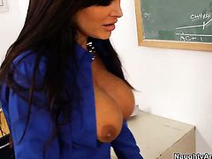 Lisa Ann with massive knockers shows her slutty side to horny guy Johnny Castle