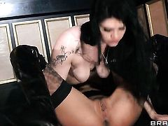 Watch two lovely lesbians eating pussy
