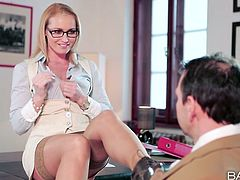 Yummy blond lady in glasses gets her kitty licked by kinky boss in the office