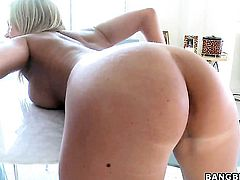 Bree Olson with bubbly butt has a great time touching Gracie Glams wet spot