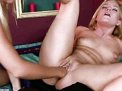 Barbie White cant stop licking Salomes wet pussy hole in girl-on-girl action