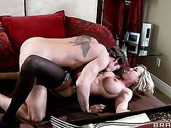 Brandi Love feels great with Billy Harts throbber deep in her snatch