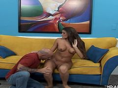Latina lady Madelyn, has a superb body, with big boobs and nice round ass. Guy picks her up and takes her inside, for groping her nice tits and enjoy her hot body. Horny babe gets her nipples hardened and spreads legs, to get an orgasm. After getting a good pussy licking, she starts to suck his cock!