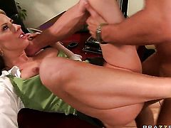 Danny Mountain gets pleasure from fucking Carolyn Reese