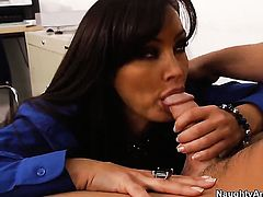 Johnny Castle has a great time fucking Lisa Ann with huge tits