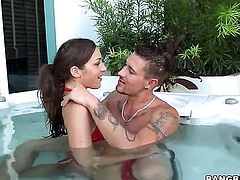 Kiera King with bubbly bottom makes her sex dreams a reality in cumshot action
