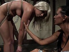 Blonde Mandy Bright and Chloe Bright stretch each others muff with enthusiasm