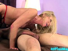 Stunning Mamma Doing Blowjob