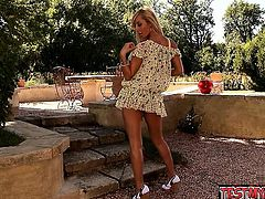 Glamour model doggystyle pov