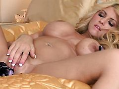 Lacy Spice bares it all as she plays with her beaver