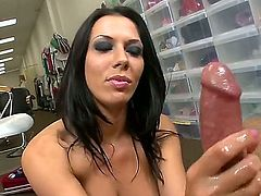 Rachel Starr does an oily handjob