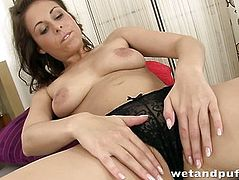 Beautiful brunette darlings gets dildoing her cunt