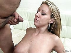 Herschel Savage shows nice sex tricks to Julia Ann with the help of his hard snake