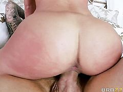 Rahyndee James and her big natural tits get some