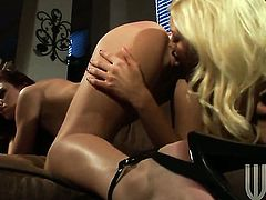 Lesbians eating pussy with some love
