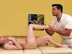 Latina is getting a sex massage